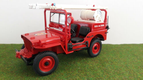 JEEP WILLYS POMPIERS 1942 SDI du TARN rouge o 1/18 SOLIDO 8076 voiture miniature