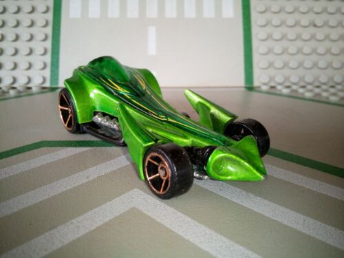 Voiture preying menace hot wheels mattel vert