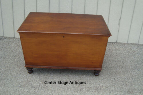 61089 Antique Primative Blanket Chest with Storage Tray with Drawer