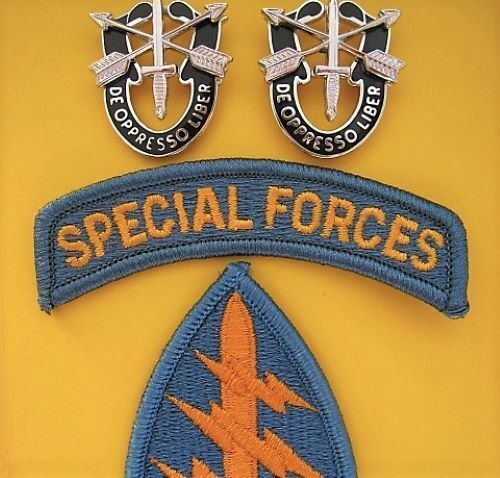GENUINE ISSUE U.S. SPECIAL FORCES SHOULDER PATCH & CREST BADGES              -011961 - 1975 (Vietnam) - 36060