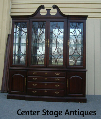 58562  THOMASVILLE Breakfront China Cabinet Curio