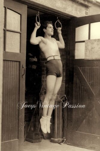"""1920's Handsome Athlete Training In Backyard Gay Interest 4""""x6""""Reprint Photo G64"""