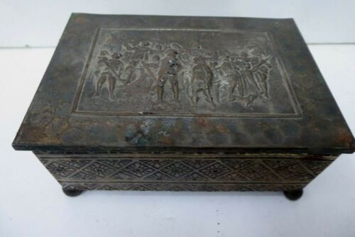 VINTAGE PRESSED TIN DECORATIVE TIMBER LINED CIGAR CASE CIGARETTE BOX BRASS PLATE