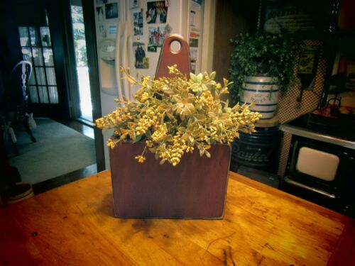 PRIMITIVE WOODEN CANDLE BOX WITH TRAILING IVY